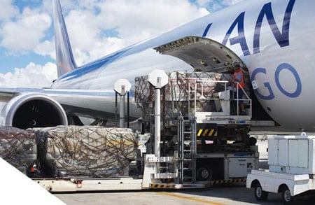 Услуги: авиаперевозки грузов, автодоставка до аэропорта