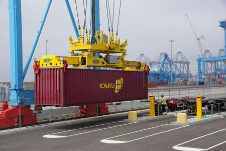 По суше, воздуху и морю: перевозка автомобилей контейнерами
